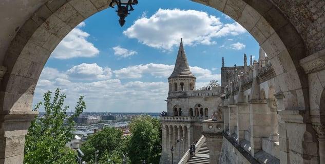 Rybářská bašta - https://commons.wikimedia.org/wiki/File:Budapest_-_panoramio_(62).jpg