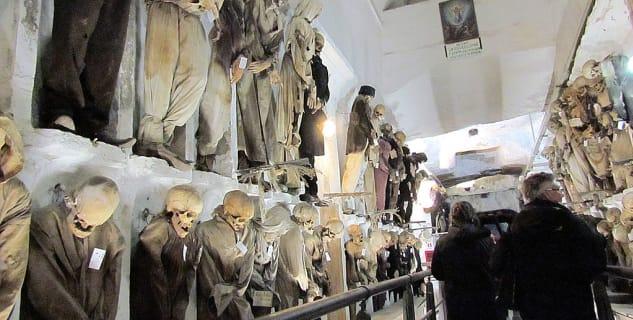 Catacombe dei Cappuccini  - https://commons.wikimedia.org/wiki/File:Catacombe_dei_Cappuccini_Palermo.jpg