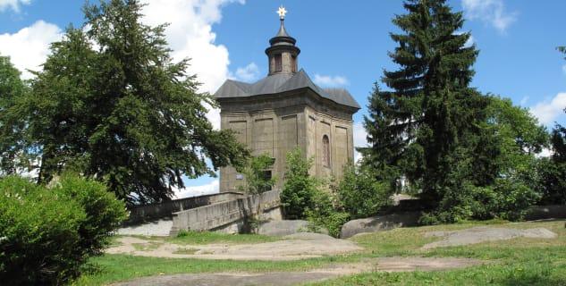 Kaple Hvězda v Broumovských stěnách - https://commons.wikimedia.org/wiki/File:Kaple_Hv%C4%9Bzda.jpg