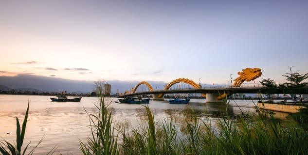 Výhled na Dragon Bridge v Da Nang -