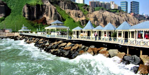 Pobřeží Miraflores - https://www.flickr.com/photos/9567466@N05/8232316275
