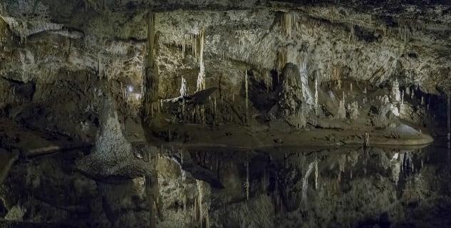 Punkevní jeskyně - https://commons.wikimedia.org/wiki/File:Punkevni_jeskynie01(js).jpg