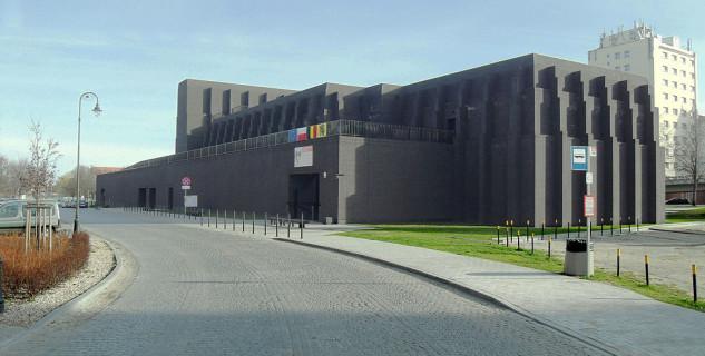Shakespearovské divadlo - https://commons.wikimedia.org/wiki/File:Gda%C5%84sk_ulica_Bogus%C5%82awskiego_1_%E2%80%93_Gda%C5%84ski_Teatr_Szekspirowski.JPG