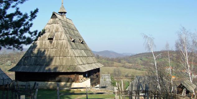 Sirogojno - https://www.flickr.com/photos/eclogite/5612610723/