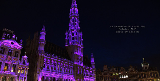The Grand Place v Bruselu - https://www.flickr.com/photos/lukema/9714741259/