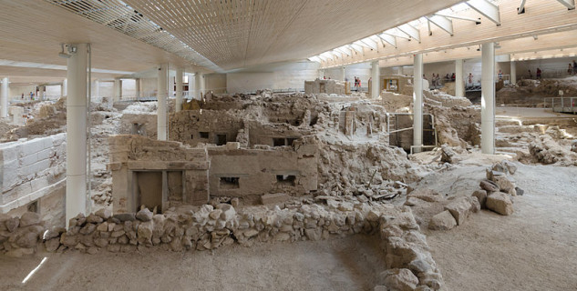 Archeologické naleziště v Akrotiri  - https://commons.wikimedia.org/wiki/File:Archaeological_site_of_Akrotiri_-_Santorini_-_July_12th_2012_-_81.jpg