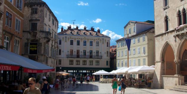 Náměstí Bratří Radićů - https://www.flickr.com/photos/sitomon/6296539389/
