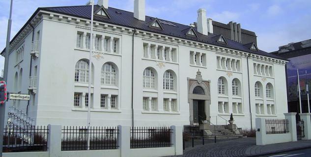 Muzeum Þjóðminjasafn - https://commons.wikimedia.org/wiki/File:Iceland-Reykjavik-Thjodmenningarhus-1.jpg