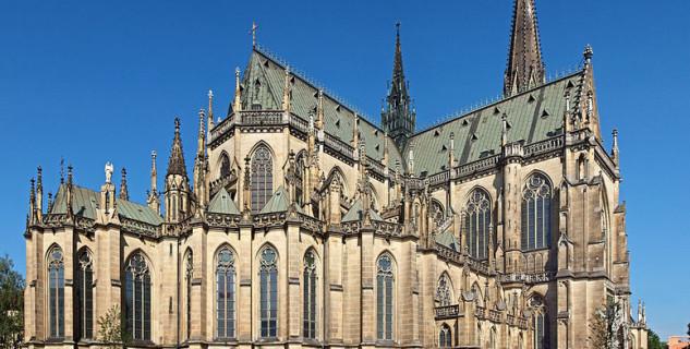 Nový dóm - http://commons.wikimedia.org/wiki/File:Linz-cathedrale.jpg