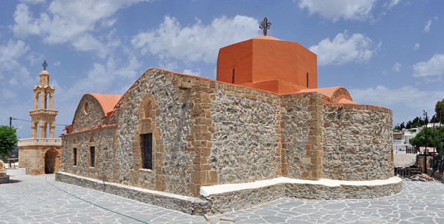 Kostel v Asklipiu - https://commons.wikimedia.org/wiki/File:Rhodos_Asklipio_Church_R01.jpg