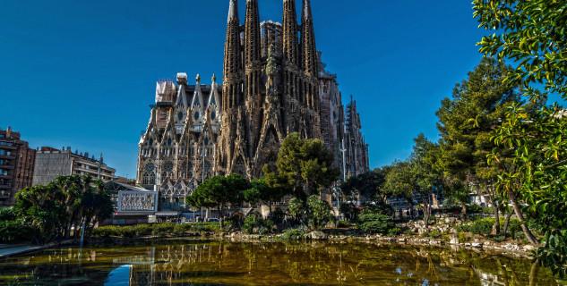 Sagrada Familia - https://www.flickr.com/photos/davidpalleja/12915827903