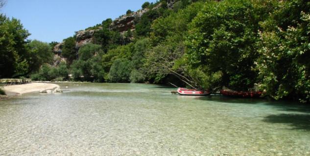 řeka Acheron  - https://www.flickr.com/photos/labrosl/2726811255