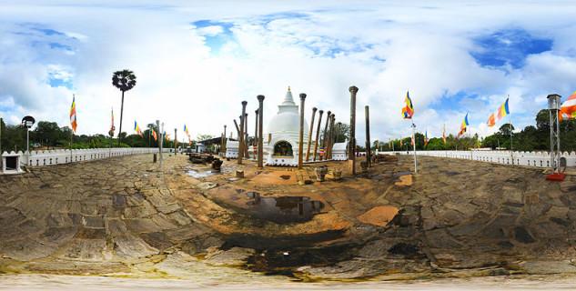 Thuparama Dagoba  - https://commons.wikimedia.org/wiki/File:Thuparamaya_dagoba_in_Anuradhapura,Sri_lanka.jpg
