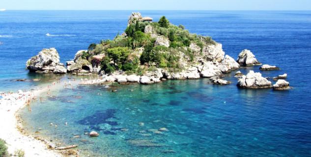 Isola Bella - https://www.flickr.com/photos/gnuckx/3811740720/