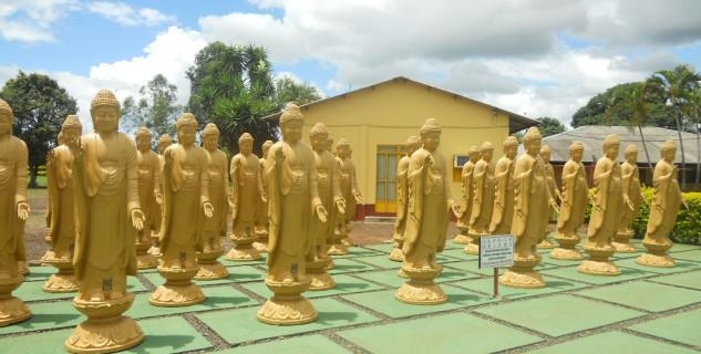 Budhistický klášter Foz do Iguazu - https://commons.wikimedia.org/wiki/File:Templo_budista_de_foz_do_igua%C3%A7u6.JPG#filelinks
