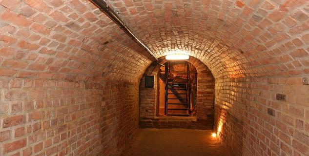 Řešovské podzemí - https://pl.wikipedia.org/wiki/Plik:Rzesz%C3%B3w_podiemia_7p.jpg