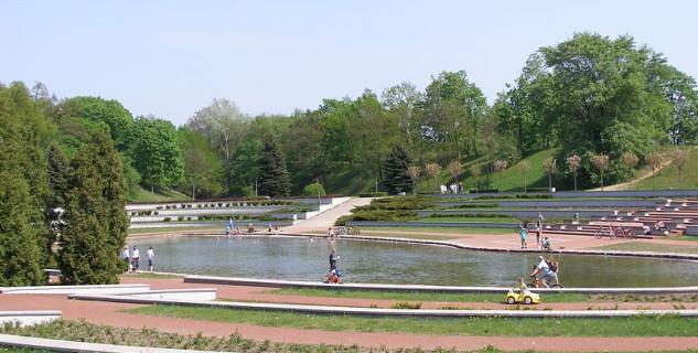 park cytadela POznaň - https://commons.wikimedia.org/wiki/File:Poznan_Cytadela_rosarium_2.jpg