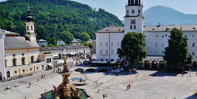 Residentzplatz - https://commons.wikimedia.org/wiki/File:Salzburg_Residenzplatz_7.jpg?uselang=cs
