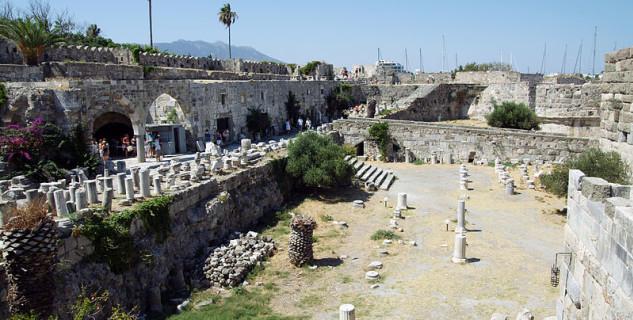 Hrad Rytířů - https://commons.wikimedia.org/wiki/File:Kos_Knight%27s_Castle_7.jpg