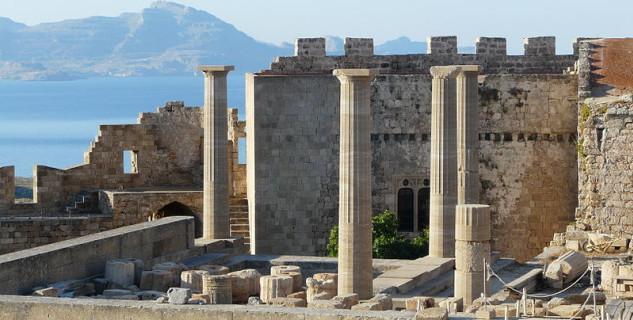 Akropole Lindos - https://commons.wikimedia.org/wiki/File:Lindos081.JPG?uselang=cs