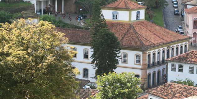 Caso dos Contos, Ouro Preto, Brazílie - https://commons.wikimedia.org/wiki/File:Casa_dos_Contos.jpg
