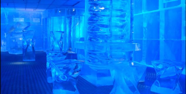 Ice Bar - https://www.flickr.com/photos/ringk/4582457010/