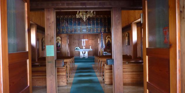 Interiér dřevěného kostela -