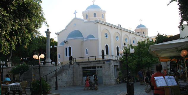 Katedrála města Kos  - https://commons.wikimedia.org/wiki/File:Kos_church_1.jpg