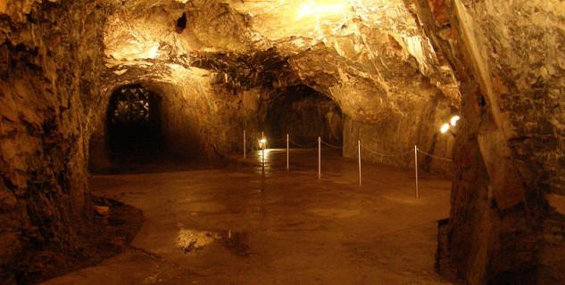 Jeskyně Výpustek - https://commons.wikimedia.org/wiki/File:Vypustek_26.JPG