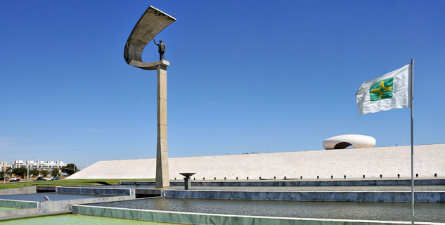 Memorial JK, Brasilia  - https://commons.wikimedia.org/wiki/File:Memorial_J_Kubitschek_Brasilia_2009.jpg