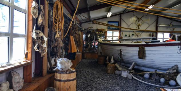 Bjarnarhöfn muzeum - https://www.flickr.com/photos/mariejirousek/33776032382/in/photolist-TGABra-T7y9bw-SsKBcz-TGACHt-SsKAwr-TCWwRJ-T7y9uY-miFa9q-miCapc-SsKzGF-miE8qN-miCciT-KCmqZa-KGmUWo-KzTX4f-KzTVXs-Kj7mf5-KzTSf7-TGAzHR-TsEZFU-TsEYvs-yPTBMv-TGAAfn-T7ya8m-SsKGTp-SsKHGZ-d434bS-yanK3A-TGAynz-Tv6Dor-TCWxj7-TsEYs1-TsF1yL-SsKFXg-z56zDb