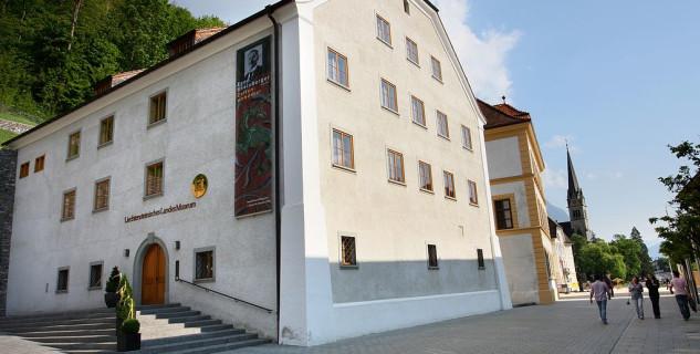 Národní muzeum - https://de.wikipedia.org/wiki/Liechtensteinisches_Landesmuseum#/media/File:Landesmuseum_Vaduz.jpg