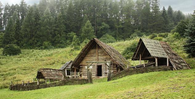 Archeoskanzen Havránok - https://commons.wikimedia.org/wiki/File:Celtic_settlement-Open-Air_Archaeological_Museum_Liptovska_Mara_-_Havranok,Slovakia.jpg