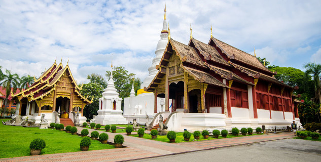 Wat Phra Singh - https://commons.wikimedia.org/wiki/File:Ordination_hall_of_Wat_Phra_Singh_,_Chiangmai_,_Thailand.jpg