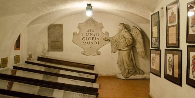 Krypta - https://commons.wikimedia.org/wiki/File:Capuchin_Crypt_in_Brno_2013h.jpg