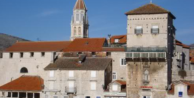 Klášter sv. Mikuláše - http://www.trogir.hr/GradTrogir/356-gradonacelnikbenediktinke