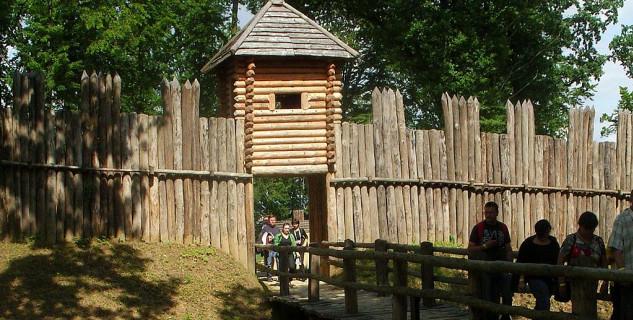 Archeologický skanzen Karpatské Troje v Trzcinici - https://commons.wikimedia.org/wiki/File:Karpacka_Troja.JPG