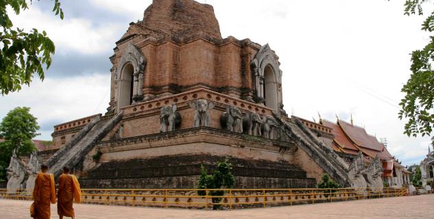 Hlavní chrám Wat Chedi Luang - https://www.flickr.com/photos/zoutedrop/2650474637/