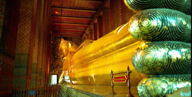 Ležící Buddha ve Wat Pho - https://zh.m.wikipedia.org/wiki/File:%E7%8E%89%E4%BD%9B%E5%AF%BA%E5%8D%A7%E4%BD%9B.JPG