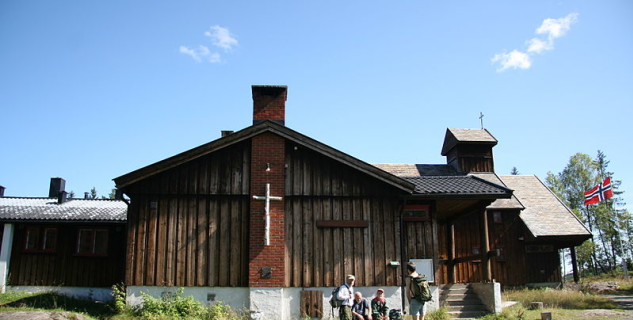 Nordmarkskapellet - https://de.wikipedia.org/wiki/Datei:Norway,_Nordmarskapellet_(2).JPG