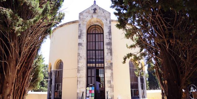 Kostel Agnus Dei - https://www.flickr.com/photos/hadzinski/9209039944