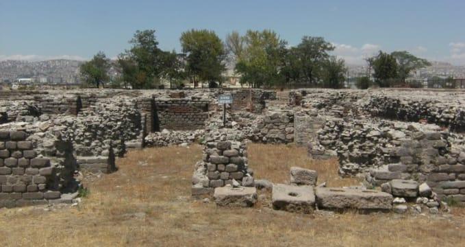 Římské lázně v Ankaře - http://commons.wikimedia.org/wiki/File:Ankara_Roma_Hamam%C4%B1_Water_Depot.jpg
