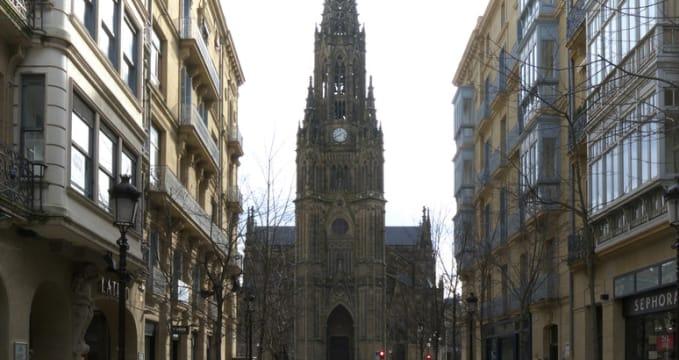 Katedrála Dobrého pastýře - http://commons.wikimedia.org/wiki/File:Catedral_del_Buen_Pastor_(Campanario)._San_Sebasti%C3%A1n.jpg