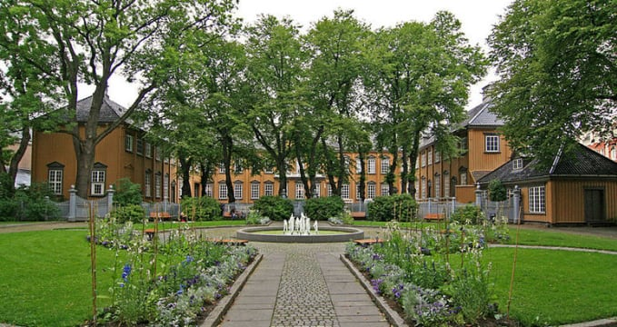 Stiftsgaardsparken Trondheim - http://commons.wikimedia.org/wiki/File:Stiftsgaardsparken_Trondheim.jpg?uselang=da