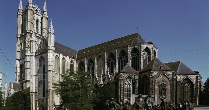 Katedrála sv. Bavona - http://commons.wikimedia.org/wiki/Image:Gent_Sint-Baafskathedraal-B-STB-433.jpg?uselang=it