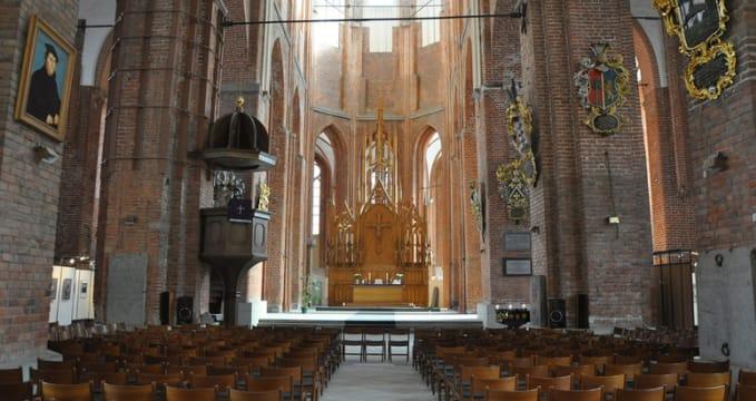 Kostel sv. Petra - https://www.flickr.com/photos/blue_quartz/3377286266/