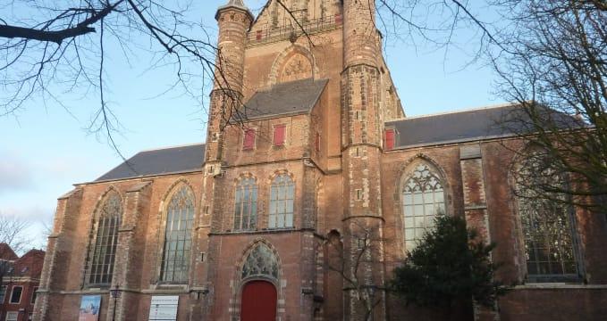 Kostel Pieterskerk - https://commons.wikimedia.org/wiki/File:Leiden_-_Kloksteeg_-_Pieterskerk.JPG