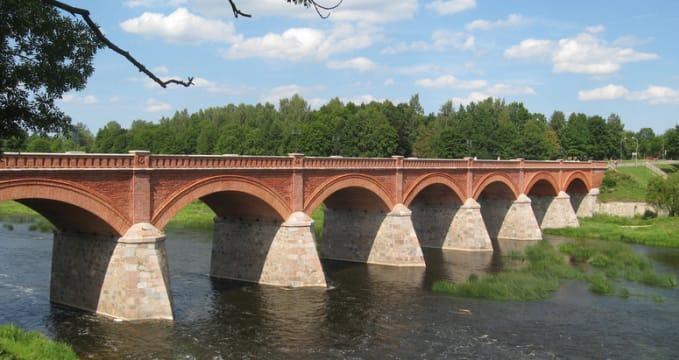 Cihlový most v Kuldiga - https://www.flickr.com/photos/liftarn/4854179045/