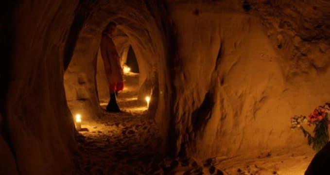 Jeskyně Riežupe - http://www.smilsualas.lv/assets/gallery/home/_resampled/SetHeight700-alatumsa04.jpg