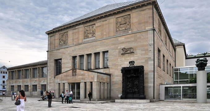 Galerie Kunsthaus - http://commons.wikimedia.org/wiki/File:Kunsthaus_Z%C3%BCrich_-_Heimplatz_2011-08-06_17-33-54_ShiftN2.jpg